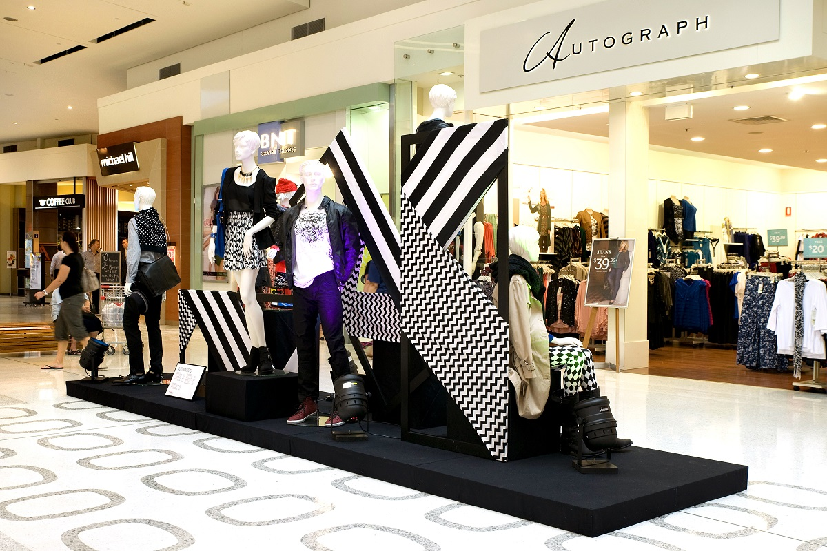Monochrome retail display at shopping centre by VMPlus