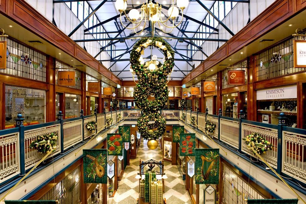 Christmas decoration shopping centre Brisbane Arcade gold green wreath display