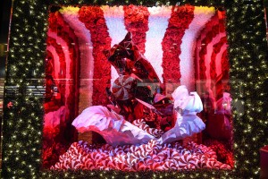 BLOOMINGDALE'S 2015 HOLIDAY WINDOW UNVEILING: WITH LIVE PERFORMANCE BY SARA BAREILLES
